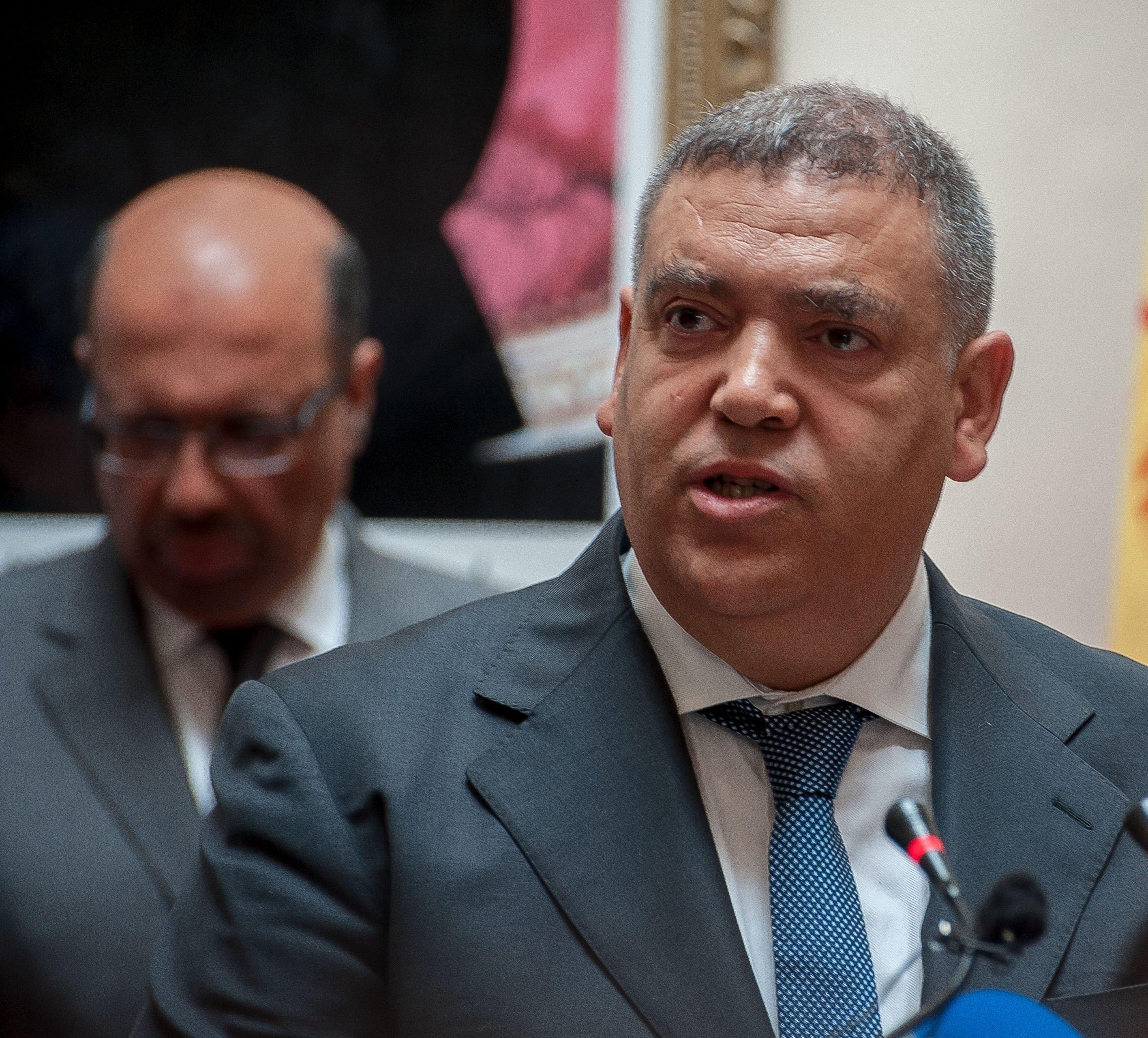 Une centaine d'agents d'autorité marocains face aux conseils de