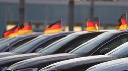 Απειλεί με δασμούς 20% στα ευρωπαϊκά οχήματα ο