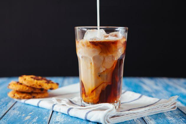Ο κρύος καφές βλάπτει την υγεία μας και το περιβάλλον σύμφωνα με