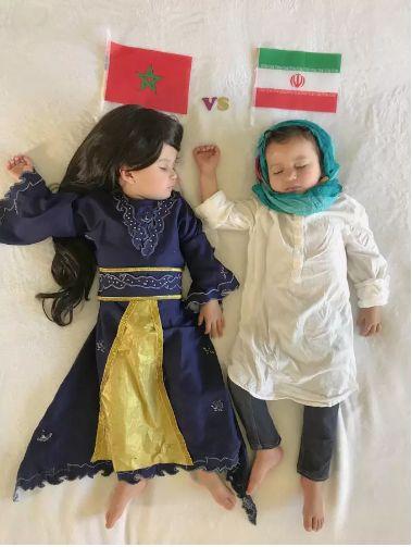 Cette maman déguise ses jumeaux en fonction des matchs de la Coupe du