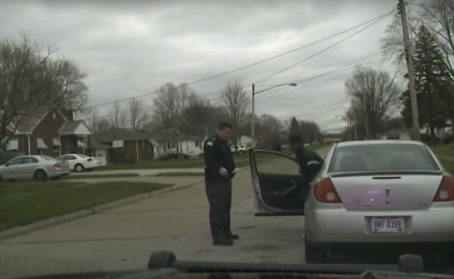 An image from the video shows the traffic stop in Lorain, Ohio.