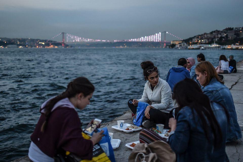 Το «κοκτέιλ» των πρόωρων εκλογών στην Τουρκία και τα πέντε σενάρια για την επόμενη