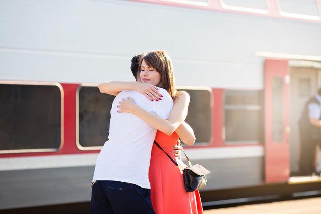 Ο σύντροφός σας βρίσκεται μακριά; Έτσι θα κάνετε μια σχέση από απόσταση να