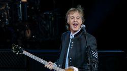 Ο Paul McCartney αποκαλύπτει πώς γράφτηκαν μερικά από τα πιο δημοφιλή τραγούδια των Beatles-και κάνει τον James Corden να