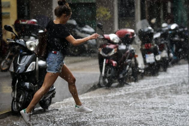 Έντονα καιρικά φαινόμενα στην Αττική με ισχυρές βροχές και