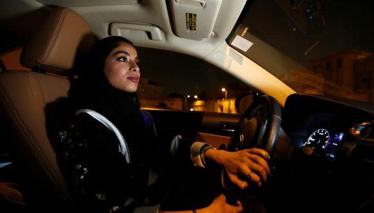 [화보] 24일 00시, 마침내 사우디 여성들이 운전대를