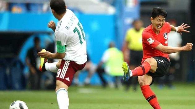손흥민이 멕시코와의 경기 후반 추가시간 3분 극적인 왼발중거리슛을 성공시키고