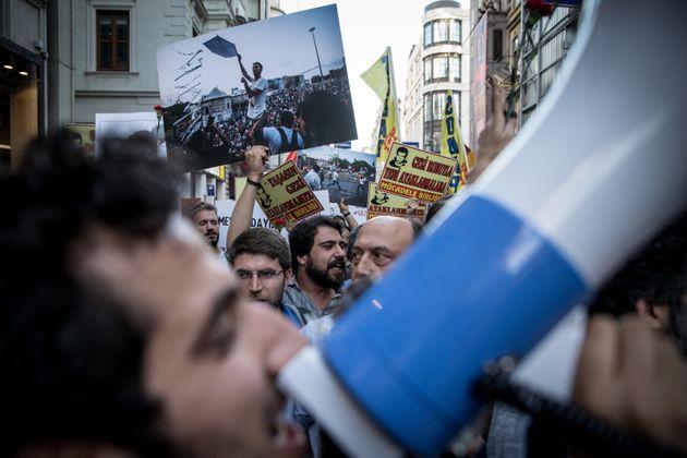 Des manifestants turcs célèbrent le 5e anniversaire du mouvement de protestation du Parc...