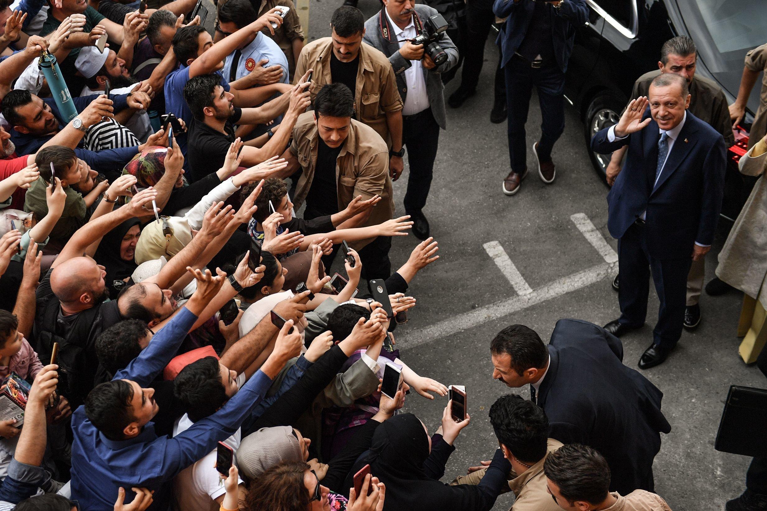 Ο Ερντογάν μιλά για νίκη, η αντιπολίτευση για παραποίηση
