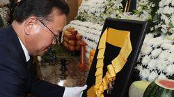 김종필 전 총리에 대한 청와대 방침: '훈장은 주되 문대통령 직접 조문은