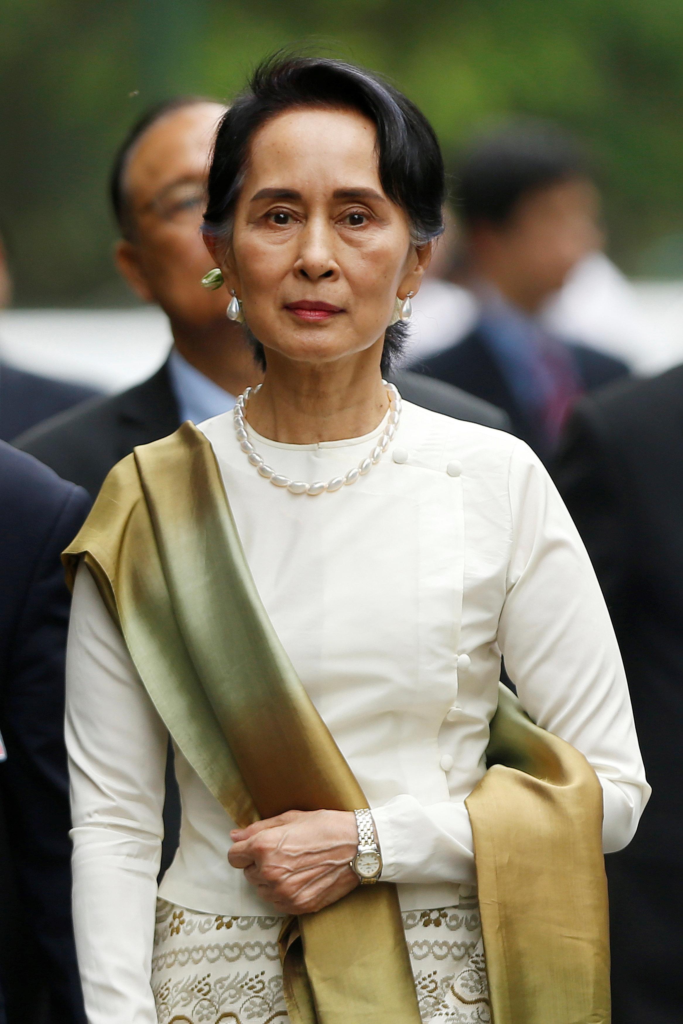 논란의 아웅산 수치가 집권여당 총재로