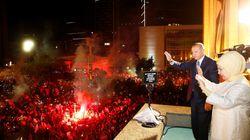 Turquie: Erdogan célèbre sa réélection à la