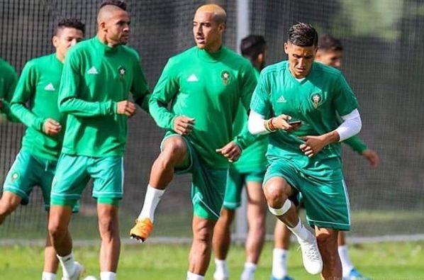 Fayçal Fajr s'entraîne un téléphone à la main, la Toile s'enflamme, le staff technique
