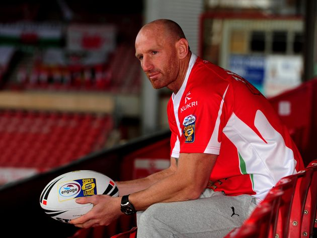 Former Welsh rugby star Gareth Thomas has called for homophobic chanting to be banned at football