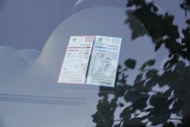 Τέλος εποχής για την «ξυστή» κάρτα στάθμευσης στην Αθήνα. Με ποια εφαρμογή θα αγοράζεται πλέον ο χρόνος παρκαρίσματος