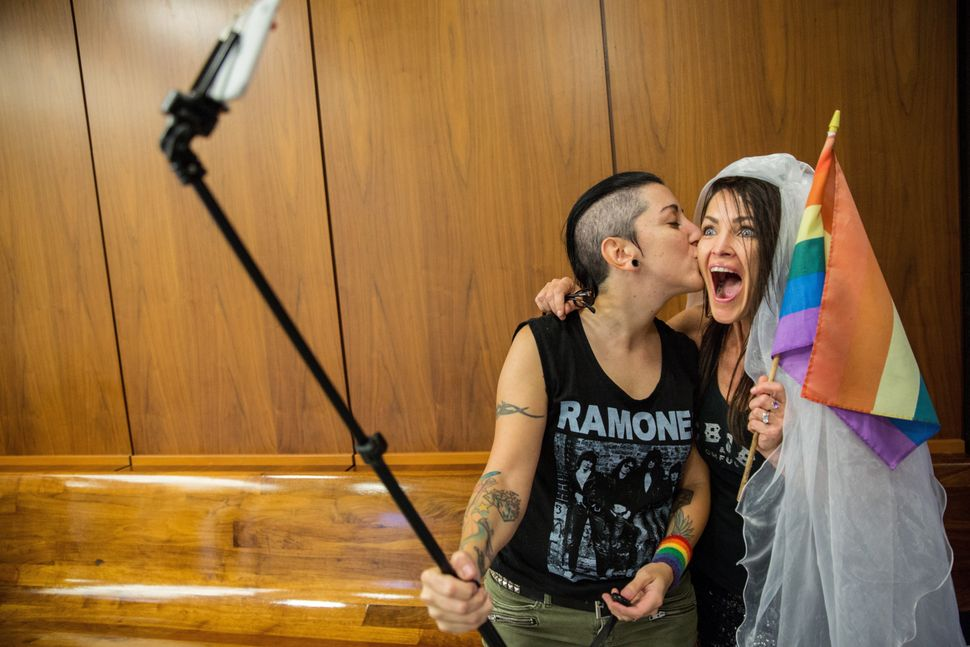 Natalie Novoa (left) Eddie Daniels took a selfie while waiting to get married at a county office in Beverly Hills, California
