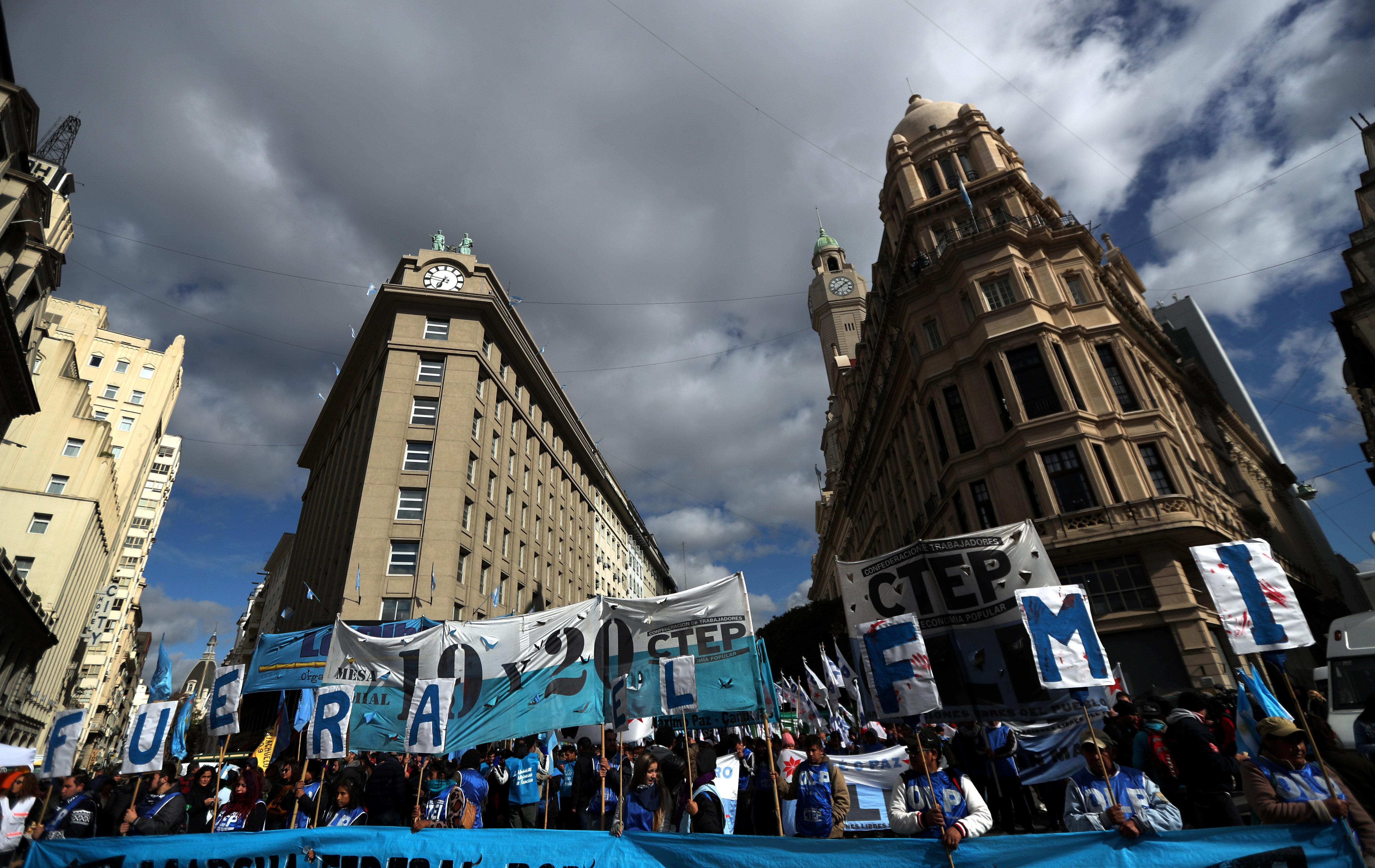 Αργεντινή: Γενική απεργία κατά της οικονομικής πολιτικής του προέδρου Μάκρι και του