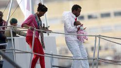 Γαλλία και Μάλτα ψάχνουν λύση για τους 293 πρόσφυγες που έχουν εγκλωβιστεί σε πλοίο ΜΚΟ που αρνείται να δεχθεί η