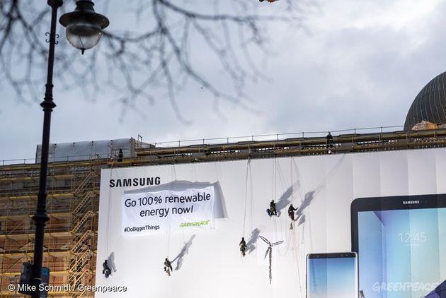 지난해 12월 그린피스 독일 활동가들이 삼성전자에 100% 재생가능에너지 전환을 요구하고