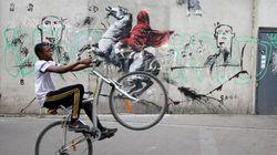 O Banksy «χτυπά» με σειρά έργων του το Παρίσι αφηγούμενος ενοχλητικές αλήθειες εν μέσω της Εβδομάδας