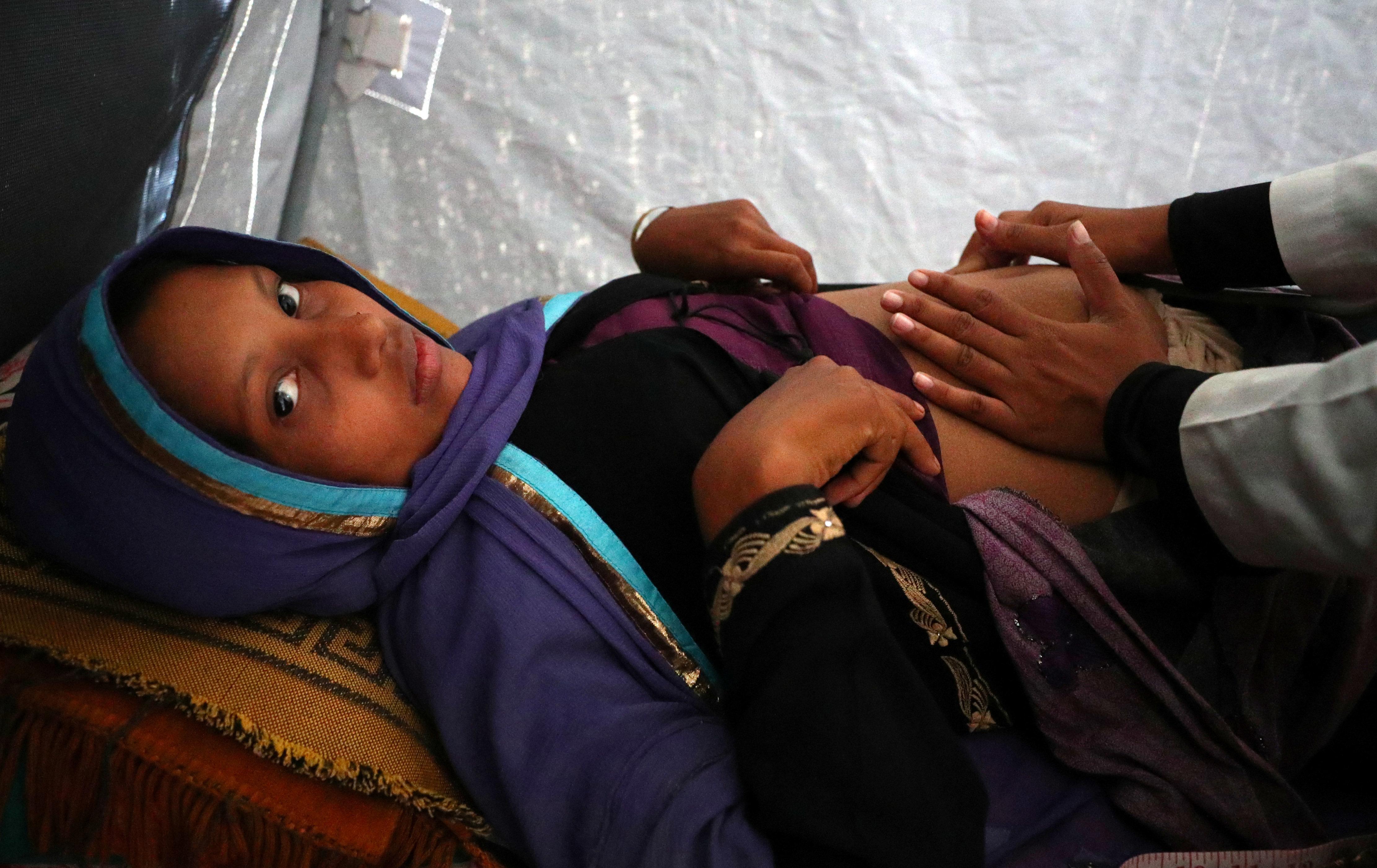 «Στρατιώτες με έπιασαν και με βίασαν...κράτησα το παιδί»: Μαρτυρία μιας Ροχίνγκια για τις κτηνωδίες στη