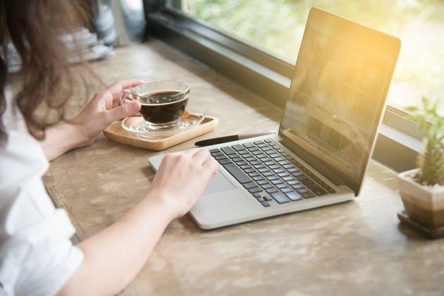 믿거나 말거나 사무실보다 커피숍에서 일할 때 능률이 더