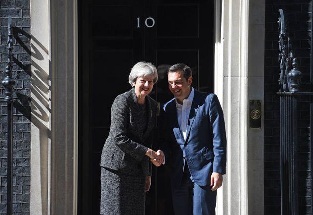 Συγχαρητήρια Μέι στον Τσίπρα για τις συμφωνίες στο Eurogroup και το