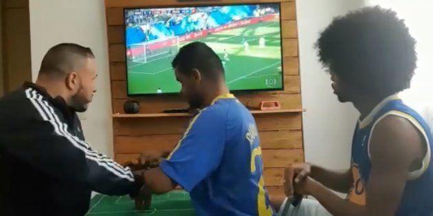 Coupe du Monde 2018: Ils font vivre un match du Brésil à un supporter aveugle et