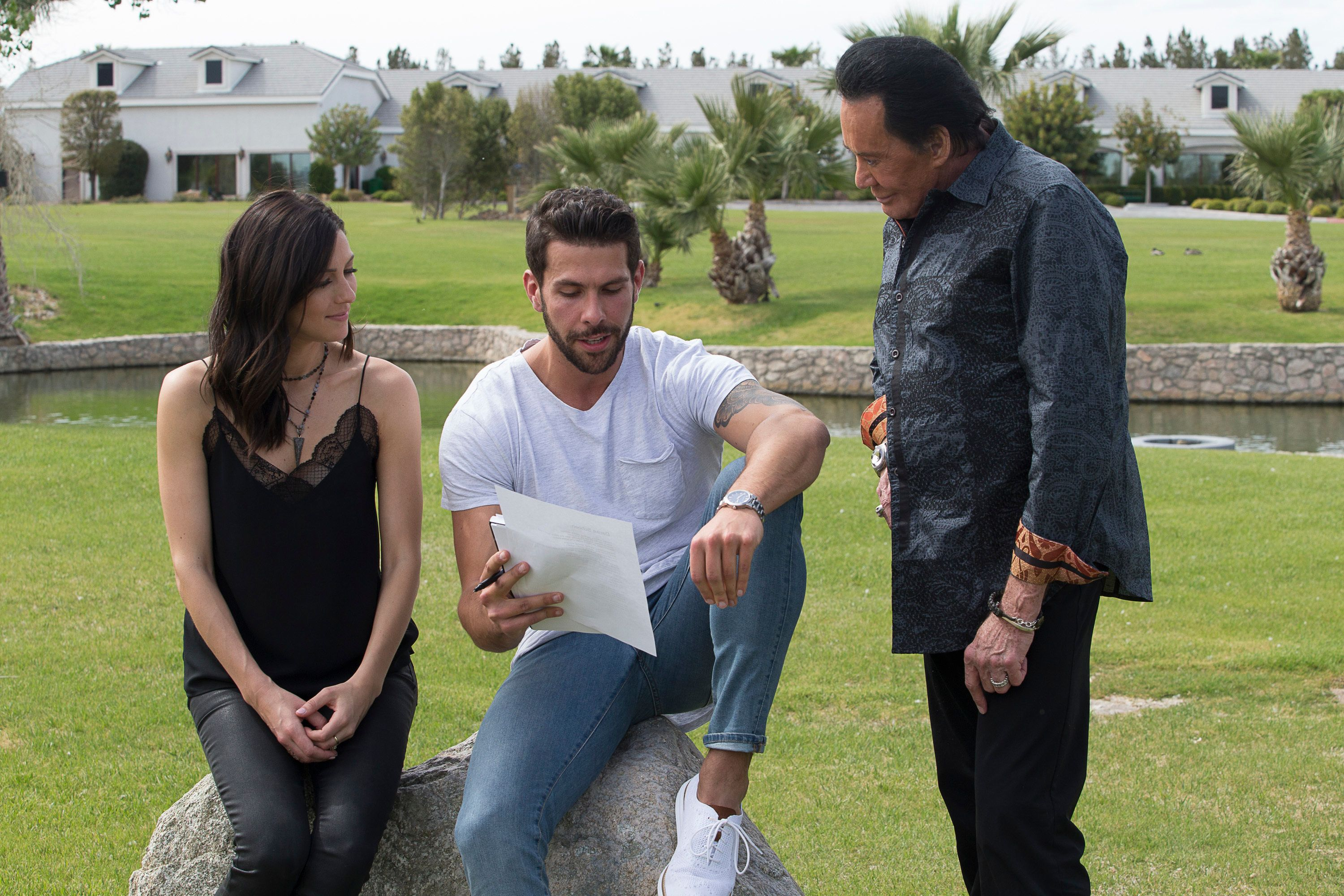 """Becca and Chris during a group date with entertainer Wayne Newton on """"The Bachelorette."""""""