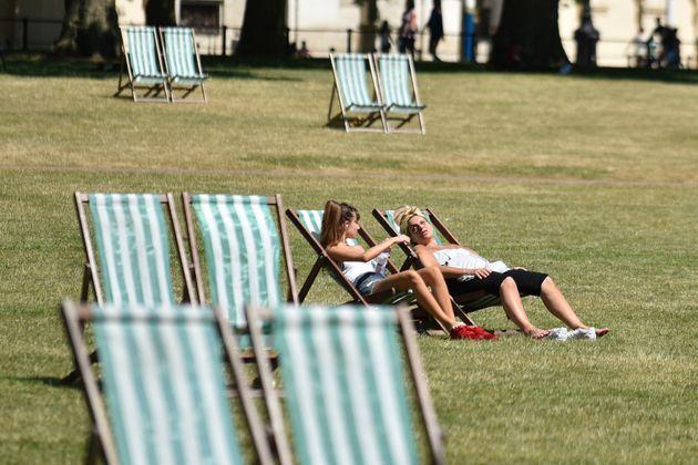 Κύμα ζέστης σαρώνει τη Βρετανία. Σε επίπεδα ρεκόρ ο
