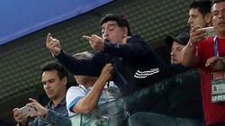 마라도나가 아르헨티나전을 보며 손가락 욕을