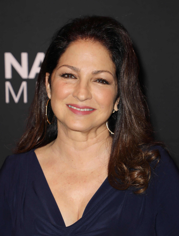Η Gloria Estefan στην τηλεόραση. Θα κάνει guest εμφάνιση σε νέα κωμική σειρά του Netflix-και δεν κρύβει...