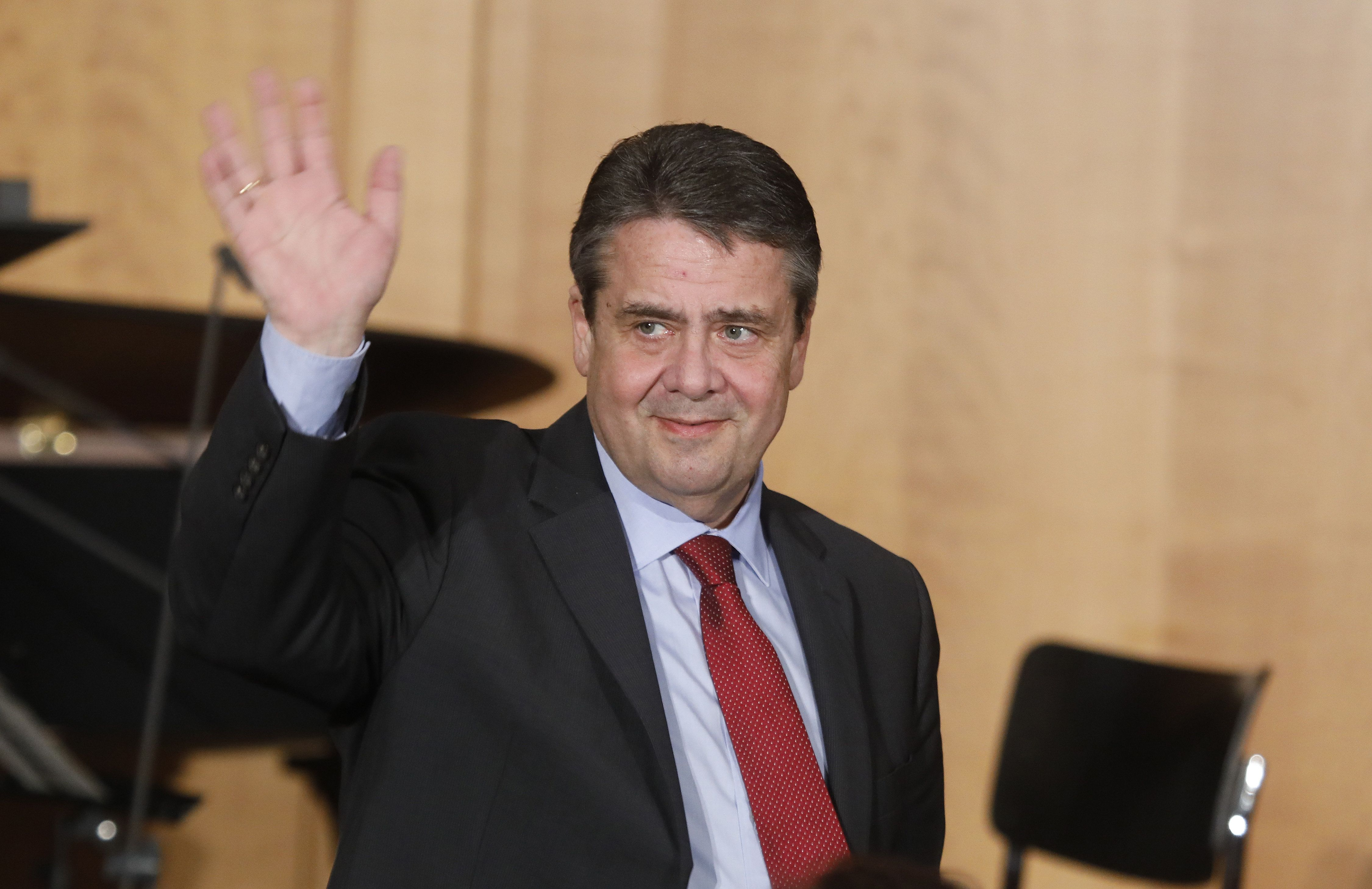 Sperre: Ex-Außenminister Gabriel darf erst in 12 Monaten wieder