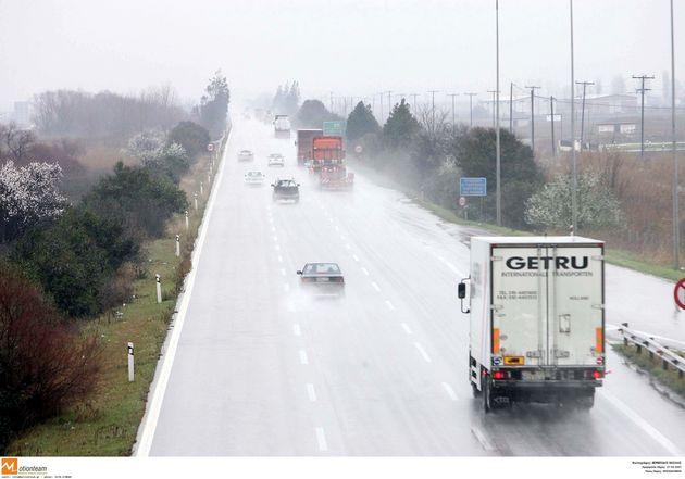 Προβλήματα στην κυκλοφορία λόγω της έντονης βροχόπτωσης. Ποιοι δρόμοι