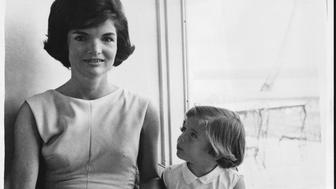Jackie Kennedy the wife of American President John F. Kennedy, at home with their daughter Caroline, 1960. (Photo by © Hulton-Deutsch Collection/CORBIS/Corbis via Getty Images)