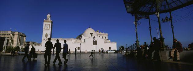 La population algérienne à 42,2 millions d`habitants au 1er janvier
