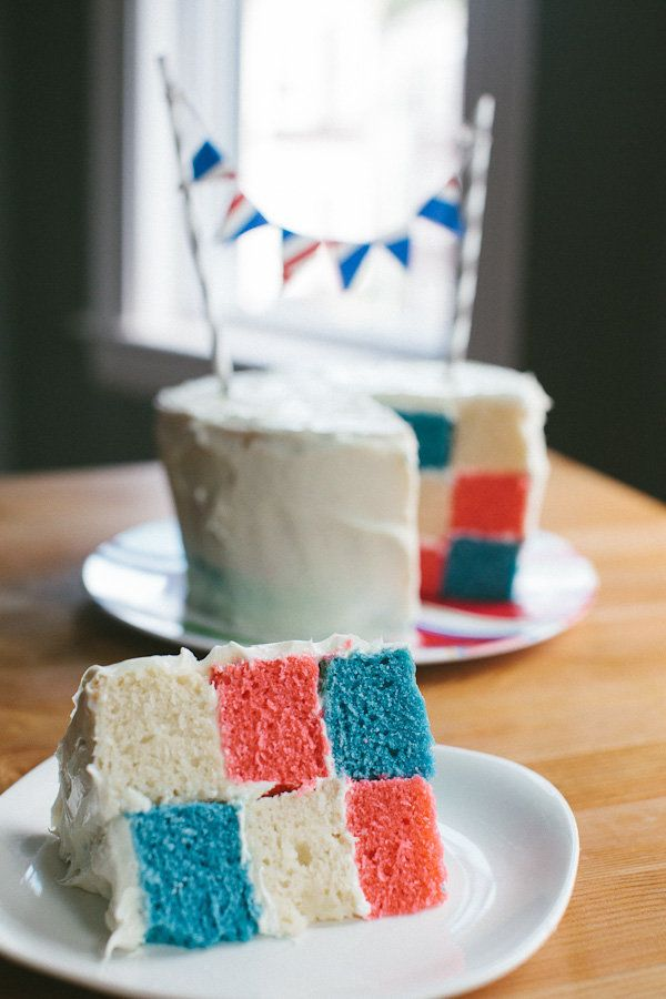 "<strong>Get the <a href=""http://www.becca-bakes.com/home/how-to-checkerboard-cake?rq=july%204"" target=""_blank"">Checkerboard C"