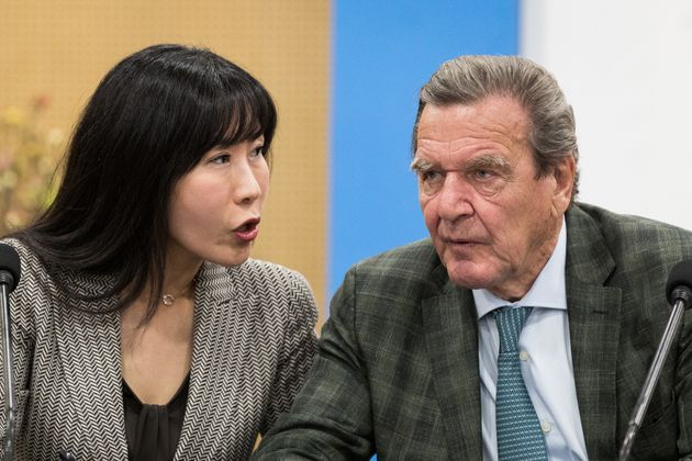 독일 전 직관한 슈뢰더 전 총리와 한국인 여자 친구의 3단 표정