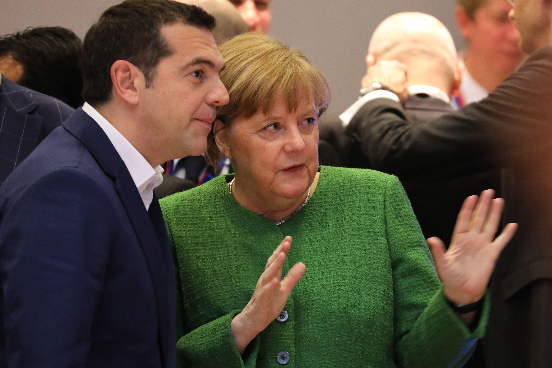 FT: Ο Τσίπρας έτοιμος για συμφωνία με τη Μέρκελ για επιστροφή αιτούντων άσυλο στην Ελλάδα