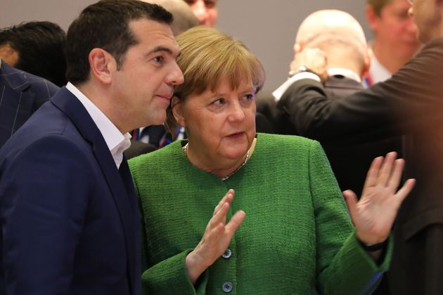 FT: Ο Τσίπρας έτοιμος για συμφωνία με τη Μέρκελ για επιστροφή αιτούντων άσυλο στην