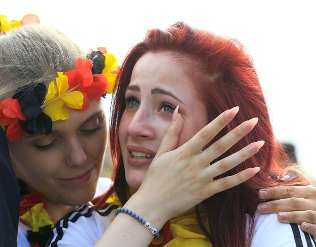 패색이 짙어졌고 독일 축구 팬들은 울기