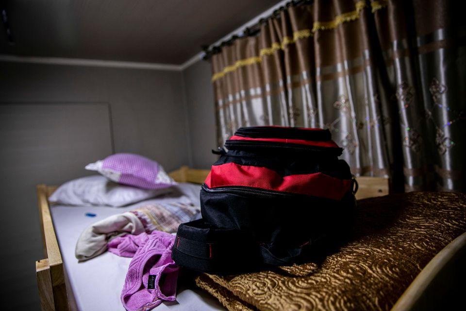 예멘인 10여명이 머물고 있는 제주 시내 한 게스트하우스. 침대 위에 누군가의 가방이