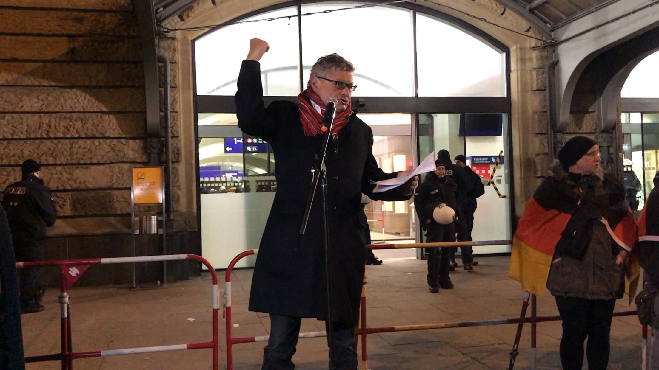 Vom Linken zum Posterboy der AfD: Wir haben Matthias Matussek einen Tag