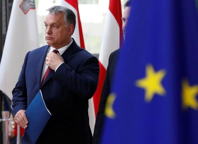 El primer ministro húngaro Viktor Orbán llega a la cumbre de la Unión Europea en Bruselas el 28 de junio...