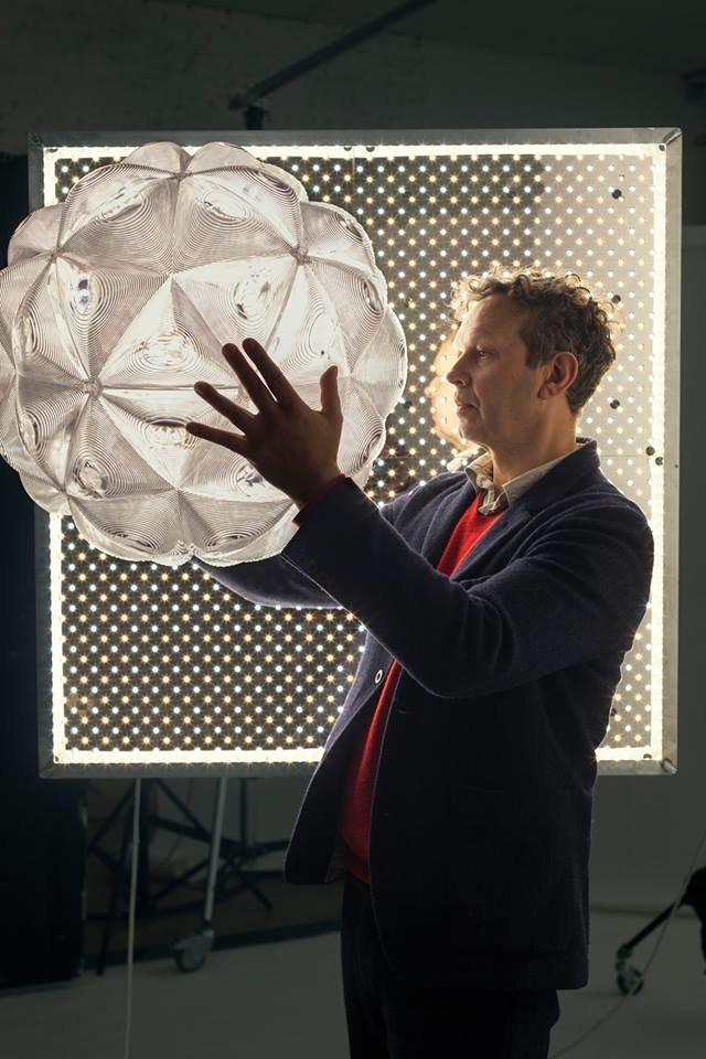 Tom Dixon: La star du design contemporain s'invite à