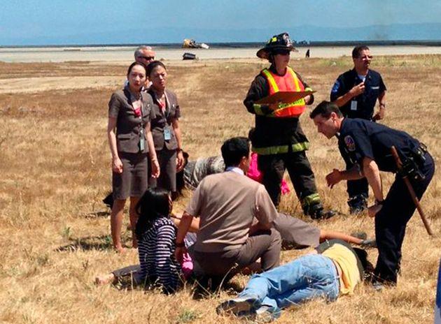 2013년 7월 방파제 충돌 사고 당시 사진. 여성 승무원들은 몸에 딱 달라붙는 치마와 구두