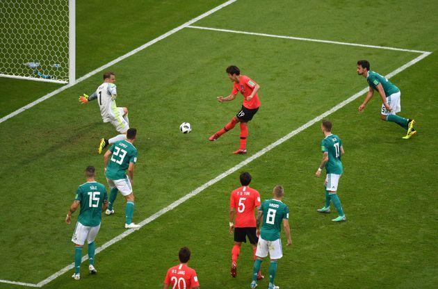 한국의 독일 전 두 골은 오프사이드 규칙을 알려주는