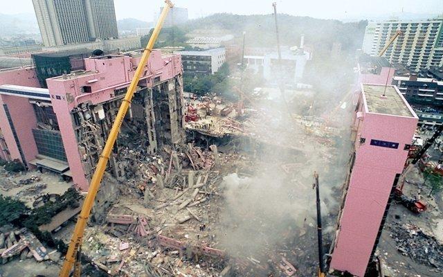 1995년 6월29일 저녁 5시 57분께, 서울 서초구 삼풍백화점이 맥없이 무너져 내렸다. 사고 직후 강남소방서, 서초경찰서 등 관내 행정 관공서의 전화가 시민들의 폭주하는 신고로...