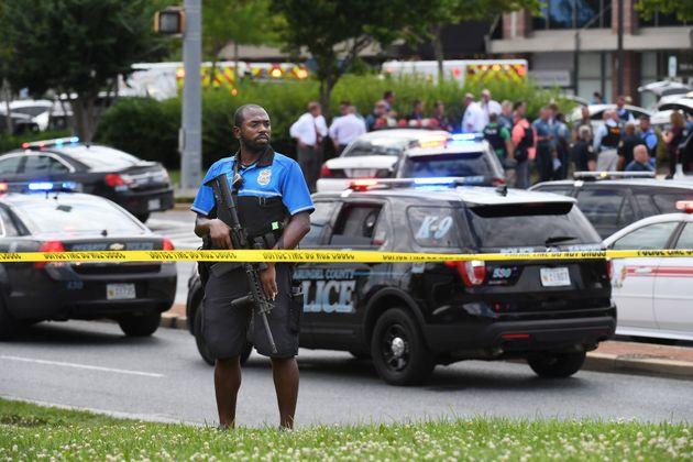 Ποινική δίωξη για 5 ανθρωποκτονίες στον άνδρα που για λόγους εκδίκησης επιτέθηκε σε εφημερίδα στην Αννάπολις...