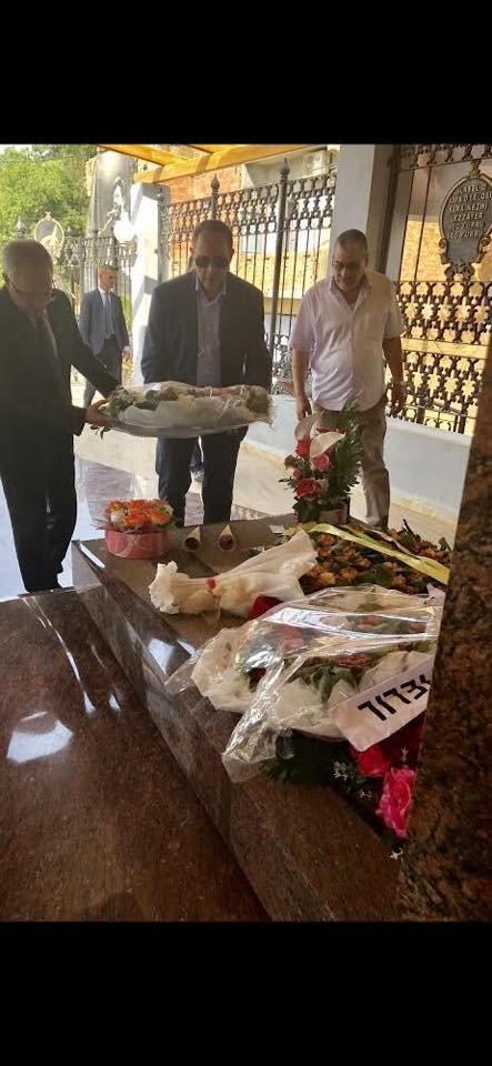 Le ministre de la Culture se recueille sur la tombe de Lounes